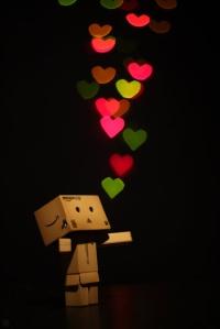 sembunyi dan cintailah kesedihan itu
