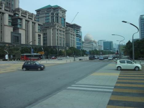 Jepretan Alhanin kantor pemerintahan malaysia