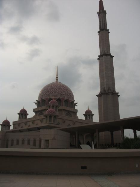 """jepretan Alhanin """"mesjid dekat kantor pemerintahan Malaysia"""